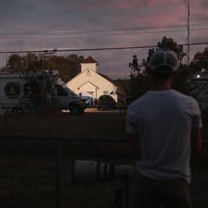 Atirador de Igreja nos EUA tinha sido condenado por violência, mas conseguiu comprar armas de fogo